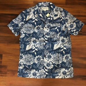 *NEW* Blue floral short sleeve shirt